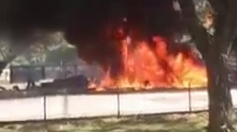https: img.okezone.com content 2021 08 06 609 2452157 mobil-meledak-saat-isi-bensin-di-spbu-seorang-remaja-tewas-terbakar-Jvze9P7557.jpg