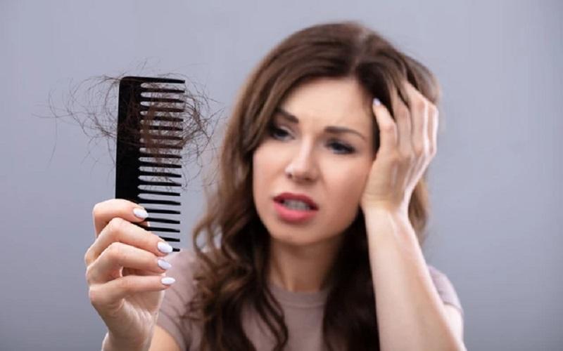 https: img.okezone.com content 2021 08 06 611 2451930 usai-terinfeksi-covid-19-rambut-jadi-rontok-rawat-dengan-cara-ini-yuk-TXpK5xj6AD.jpg