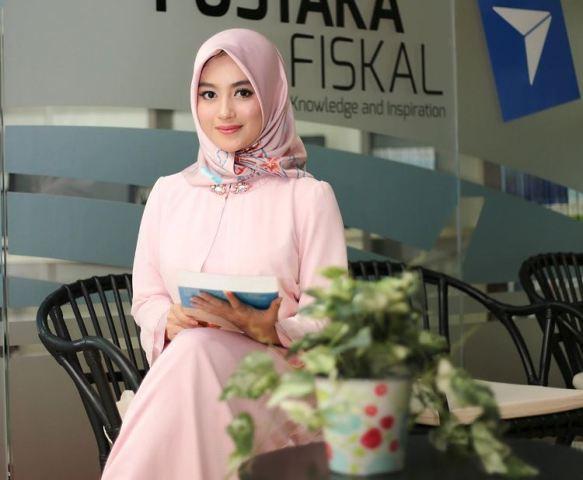https: img.okezone.com content 2021 08 06 617 2452127 5-potret-cantik-nabilah-ayu-eks-jkt48-dalam-balutan-hijab-8TKyW5Z6qO.jpg