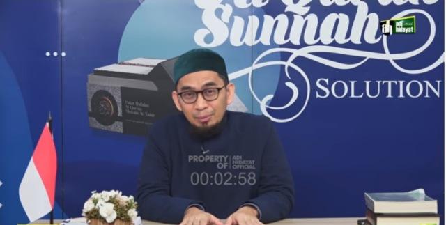 https: img.okezone.com content 2021 08 06 618 2452134 ustadz-adi-hidayat-bagikan-doa-anti-galau-dan-pengentas-utang-piutang-pebHvVC9DH.jpg