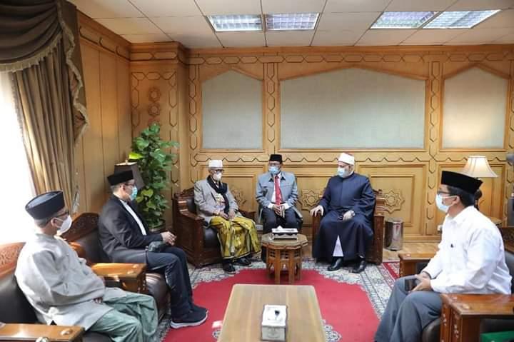 https: img.okezone.com content 2021 08 06 65 2451756 kunjungi-al-azhar-kairo-ketum-mui-kiblat-keilmuan-seluruh-dunia-vaE7vivBRg.jpg