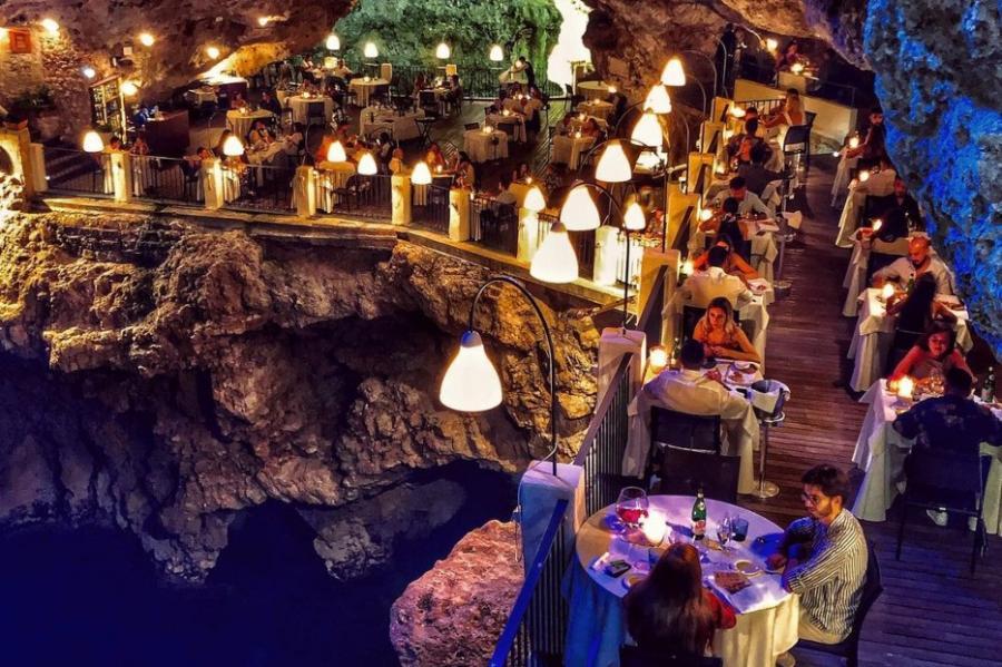 https: img.okezone.com content 2021 08 07 301 2452356 5-restoran-paling-menakjubkan-di-dunia-nikmati-kuliner-dengan-pemandangan-spektakuler-bmM4n6Jv4G.jpg
