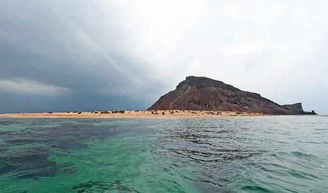https: img.okezone.com content 2021 08 07 408 2452384 eksotisnya-pulau-kadambal-kawasan-wisata-terindah-di-arab-saudi-jPaegMrku9.jpg