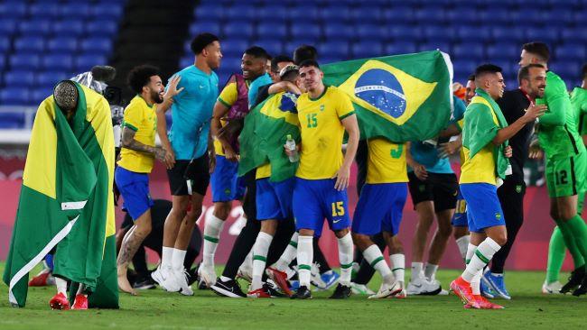 https: img.okezone.com content 2021 08 07 51 2452492 kalahkan-spanyol-brasil-raih-emas-sepakbola-olimpiade-tokyo-2020-IMemn2gVBI.JPG
