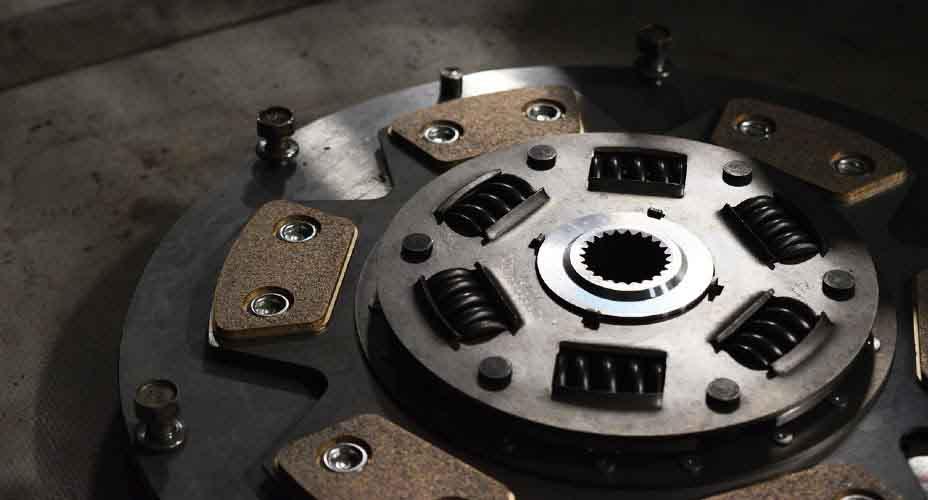https: img.okezone.com content 2021 08 07 87 2452253 kenali-4-fungsi-utama-flywheel-atau-roda-gila-pada-mobil-GIVLBue1dA.jpg