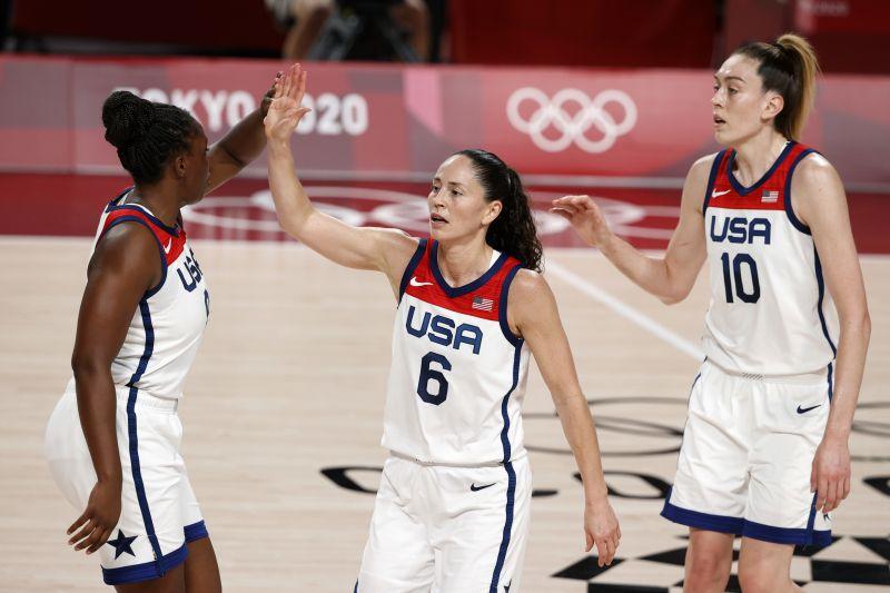 https: img.okezone.com content 2021 08 08 36 2452601 kalahkan-jepang-timnas-basket-putri-amerika-serikat-raih-emas-olimpiade-tokyo-2020-sbp8UcuZFh.jpg