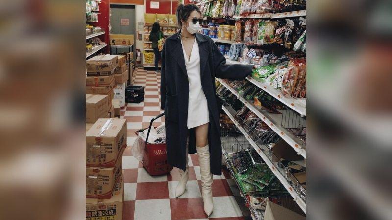 https: img.okezone.com content 2021 08 09 194 2453153 tren-sosialita-jadikan-supermarket-catwalk-baru-belanja-tetap-modis-ORi9AXctEz.jpg