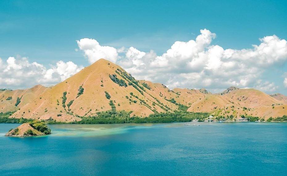 https: img.okezone.com content 2021 08 09 406 2452831 sabana-terbakar-polisi-pastikan-satwa-dan-fasilitas-wisata-pulau-komodo-aman-oqlAFAtaDG.JPG