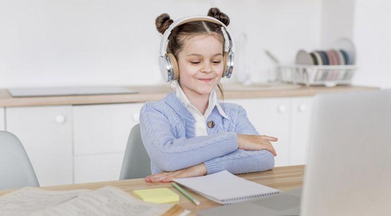 https: img.okezone.com content 2021 08 09 612 2453238 temani-anak-belajar-jangan-lelah-ya-dengarkan-keluhannya-jcI0ez9AkM.jpg