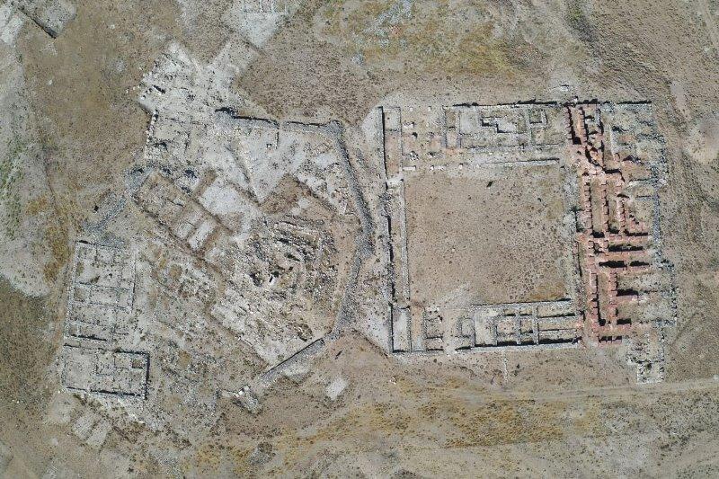 https: img.okezone.com content 2021 08 10 406 2453863 istana-berusia-3-500-tahun-ditemukan-tempat-tinggal-raja-di-musim-panas-vwLlE1Qxim.jpg
