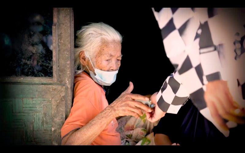 https: img.okezone.com content 2021 08 10 598 2453817 nenek-umur-100-tahun-dapat-rejeki-uang-tunai-dari-rumah-teka-teki-gtv-OkeULEs8BR.jpg