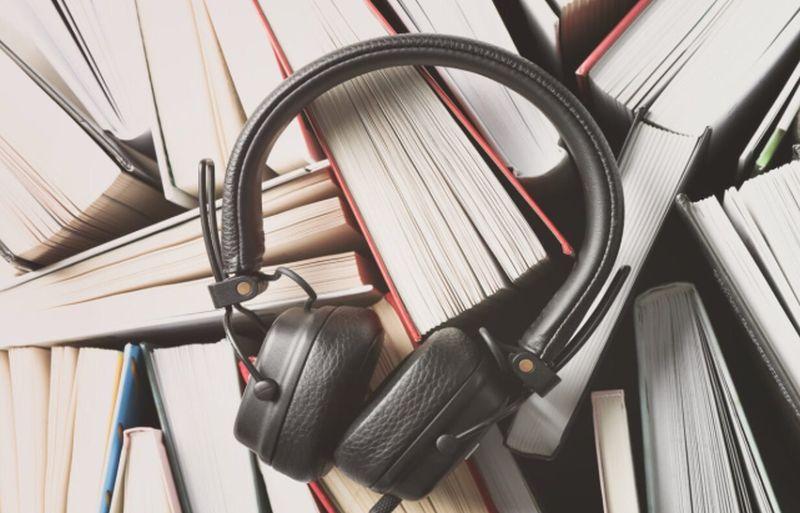 https: img.okezone.com content 2021 08 10 612 2453507 bosan-baca-buku-audiobook-cara-menyenangkan-usir-bosan-dan-stres-selama-pandemi-SGw5ZsgJG7.jpg