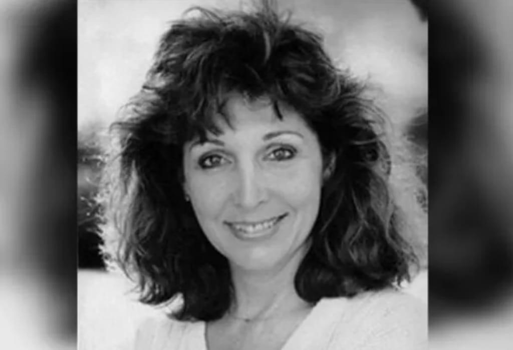 https: img.okezone.com content 2021 08 11 33 2453962 aktris-dan-penyanyi-jazz-lawas-sunni-wells-meninggal-dunia-di-usia-72-tahun-MdaSQ5M44B.jpeg