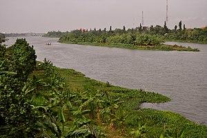 https: img.okezone.com content 2021 08 11 337 2454284 pengaruh-sungai-brantas-dalam-berkembangnya-pusat-kerajaan-majapahit-LxXrZ17rYk.jpg