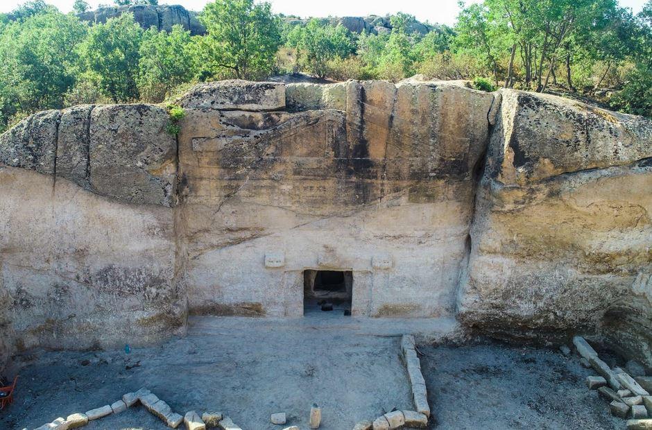 https: img.okezone.com content 2021 08 11 406 2453959 dibangun-sejak-3-000-tahun-silam-monumen-ini-masih-kokoh-berdiri-yD7r33R2xO.JPG
