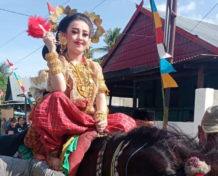 https: img.okezone.com content 2021 08 11 406 2453982 melestarikan-budaya-mandar-melalui-festival-kota-tua-majene-viuQ47Yq0a.JPG