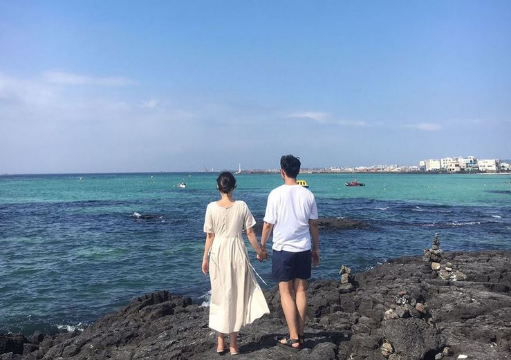 https: img.okezone.com content 2021 08 11 406 2454005 fakta-menarik-pulau-jeju-negeri-bebas-visa-paling-cocok-buat-honeymoon-34MfXGmbK3.JPG