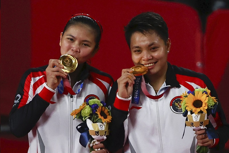 https: img.okezone.com content 2021 08 11 43 2454021 olimpiade-tokyo-2020-indonesia-masuk-jajaran-negara-pemberi-bonus-terbanyak-kepada-atlet-peraih-medali-1yQDpTeIsK.jpg