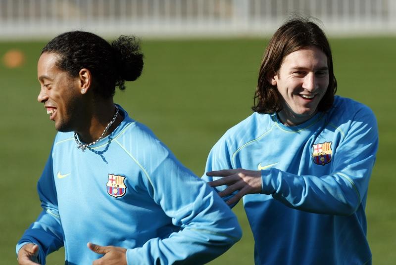 Beri Dukungan, Ronaldinho Doakan Lionel Messi Sukses di PSG