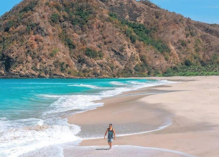 https: img.okezone.com content 2021 08 12 406 2454364 5-destinasi-wisata-di-ntb-menuju-zona-hijau-bagaimana-persiapannya-bMPGvPsol5.JPG