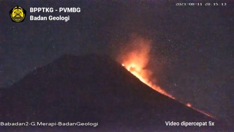 https: img.okezone.com content 2021 08 12 510 2454336 gunung-merapi-muntahkan-awan-panas-hingga-3-kilometer-sMyIZgXFec.jpg