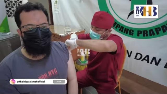 https: img.okezone.com content 2021 08 12 614 2454542 ustadz-khalid-basalamah-ajak-masyarakat-vaksinasi-kemaslahatan-bagi-semua-U6JraBvO97.jpg