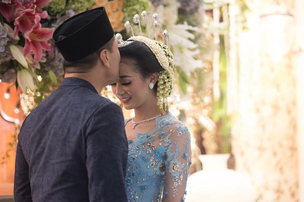 https: img.okezone.com content 2021 08 13 33 2455040 rayakan-anniversary-pernikahan-chico-hakim-berharap-kembali-bertemu-istri-di-surga-VOLTziXaDk.jpeg
