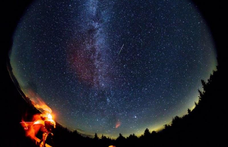 https: img.okezone.com content 2021 08 13 56 2455306 malam-ini-langit-indonesia-bakal-dihujani-meteor-perseid-D3iu90FoJb.jpg