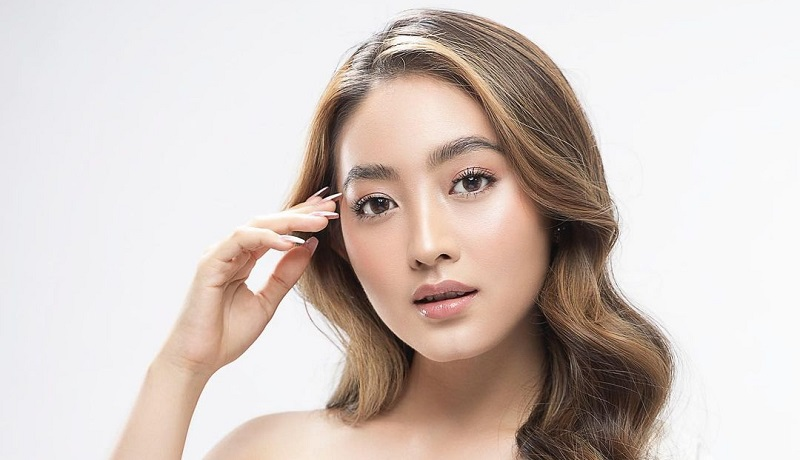 https: img.okezone.com content 2021 08 13 611 2455083 4-potret-cantiknya-natasha-wilona-dengan-gaya-makeup-kekinian-auranya-badai-z45zsUjzPw.jpg