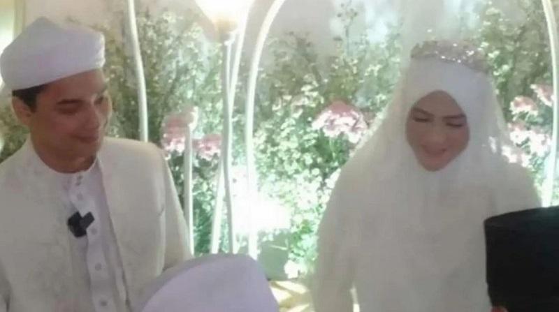 https: img.okezone.com content 2021 08 14 33 2455554 sah-alvin-faiz-menikah-lagi-dengan-henny-yulia-rahman-LMKptDYaV1.jpg