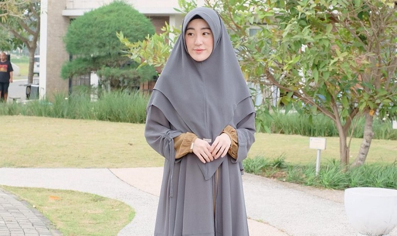 https: img.okezone.com content 2021 08 14 33 2455571 putra-ustadz-arifin-ilham-alvin-faiz-menikah-lagi-larissa-chou-berikan-ikon-love-GfWlmuT2if.jpg