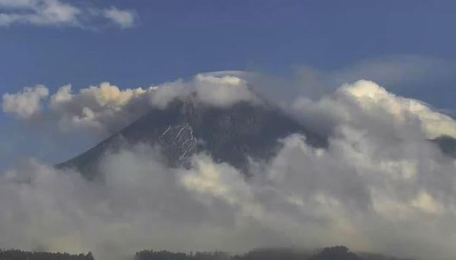 https: img.okezone.com content 2021 08 14 510 2455580 gunung-merapi-kembali-semburkan-awan-panas-dan-lava-pijar-warga-diminta-waspada-lahar-dtO0ayd4DT.JPG