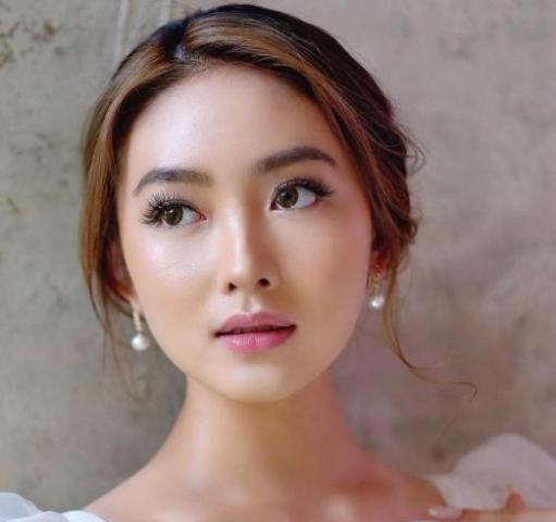 https: img.okezone.com content 2021 08 14 611 2455562 natasha-wilona-tampil-memesona-dengan-makeup-natural-netizen-bidadari-dari-mana-ini-jfRbrOf5sf.jpg