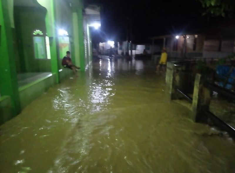 https: img.okezone.com content 2021 08 16 340 2456387 9-desa-di-aceh-tenggara-diterjang-banjir-ahaaCBwPKm.jpg
