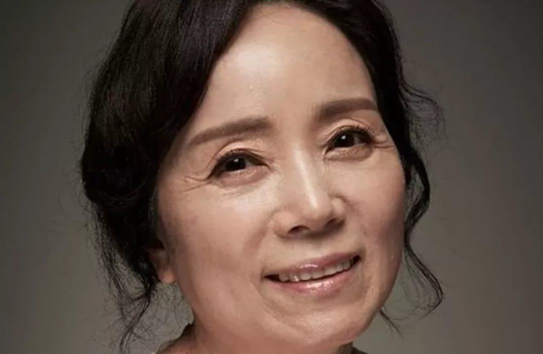 https: img.okezone.com content 2021 08 18 33 2457029 aktris-senior-kim-min-kyung-meninggal-dunia-di-usia-60-tahun-81zTYPIlOl.jpeg