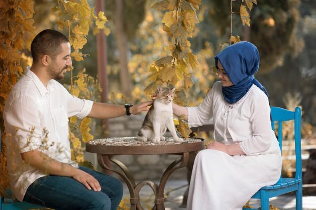 https: img.okezone.com content 2021 08 18 330 2457215 yuk-ketahui-cara-bermusyawarah-suami-dan-istri-menurut-ajaran-islam-7HjYTMvfhC.jpg