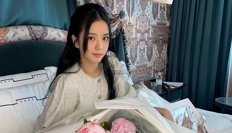 https: img.okezone.com content 2021 08 19 194 2457995 5-potret-cantik-jisoo-blackpink-yang-debut-akting-di-drakor-snowdrop-NcIZOqv85F.jpg