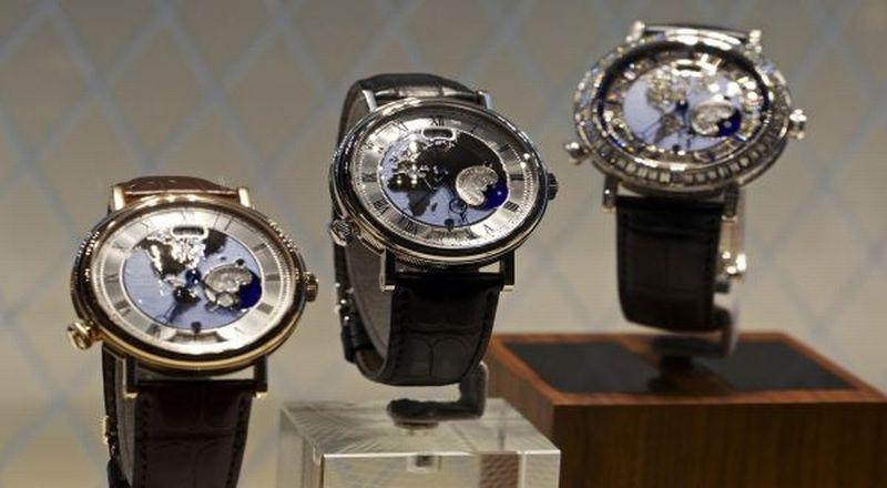 https: img.okezone.com content 2021 08 19 194 2458177 guy-ini-loh-tipe-jam-tangan-yang-pas-untuk-setelan-jas-fIS1qYvAyu.jpg
