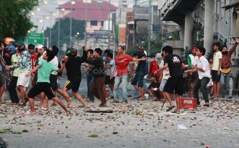 https: img.okezone.com content 2021 08 19 338 2458120 satu-remaja-tewas-dalam-tawuran-di-jalan-bangka-3hQ9Ei7h5k.jpg