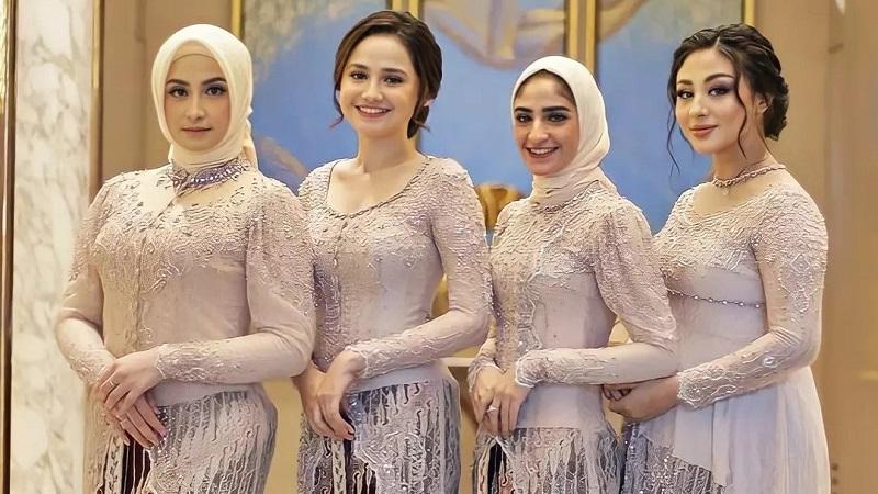 https: img.okezone.com content 2021 08 20 194 2458336 potret-cantik-bridesmaid-pernikahan-lesti-kejora-rizky-billar-ada-syifa-hadju-hingga-margin-winaya-HewRFNpdE7.jpg