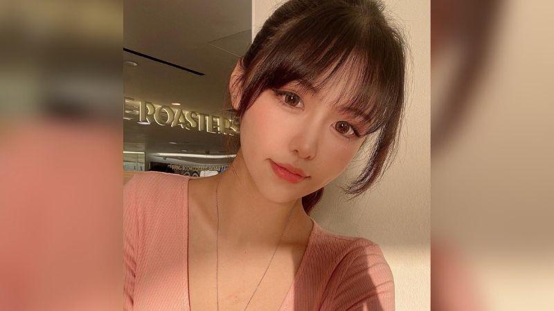 https: img.okezone.com content 2021 08 20 194 2458626 pesona-pacar-stephen-chow-model-cantik-yang-42-tahun-lebih-muda-e2uqgrzvdp.jpg
