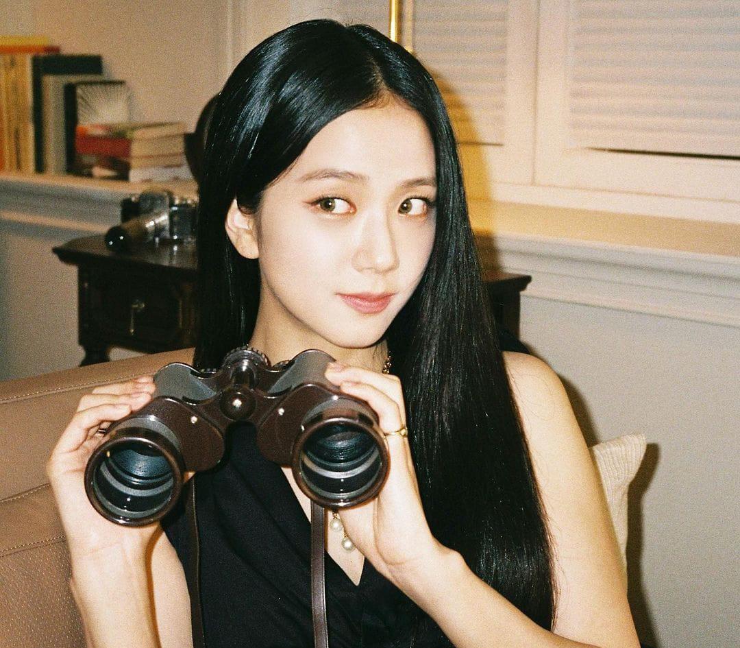 https: img.okezone.com content 2021 08 20 33 2458339 main-bareng-jung-hae-in-di-drama-snowdrop-intip-fakta-menarik-jisoo-blackpink-rjbFK9im7h.jpeg