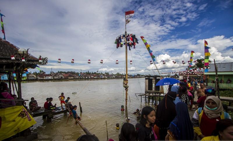 https: img.okezone.com content 2021 08 20 406 2458349 sungai-martapura-direvitalisasi-dibikin-seperti-wisata-chao-phraya-river-thailand-hk1CLJqFUv.jpg