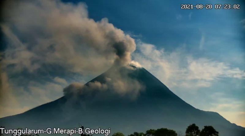 https: img.okezone.com content 2021 08 20 510 2458714 sepekan-terakhir-gunung-merapi-20-kali-muntahkan-awan-panas-guguran-hwthRcDzGl.jpg