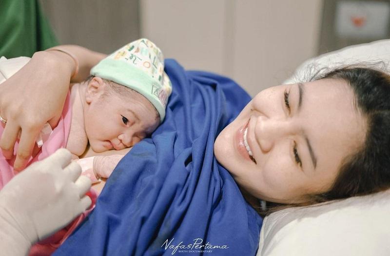 https: img.okezone.com content 2021 08 21 33 2458862 pedangdut-nella-kharisma-melahirkan-anak-pertama-muS6HoPlDY.jpg