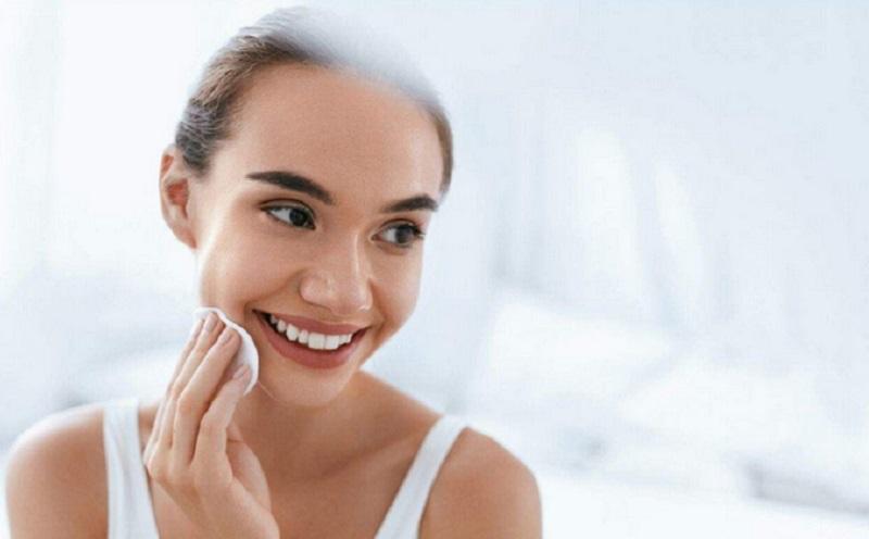 https: img.okezone.com content 2021 08 22 611 2459257 skincare-vs-beauty-treatment-mana-lebih-penting-d3Bx8VXGkV.jpg