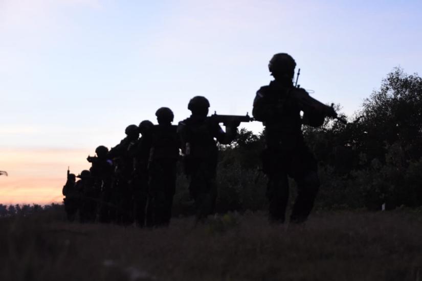 https: img.okezone.com content 2021 08 23 337 2459458 aksi-heroik-taifib-dan-pasukan-katak-tni-al-rebut-objek-vital-dikuasai-musuh-x8mx6pCx7z.jpg