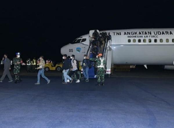 https: img.okezone.com content 2021 08 23 337 2459988 cerita-menegangkan-letkol-ludwig-bayu-saat-landing-malam-di-bandara-afghanistan-13hcBo592K.jpg