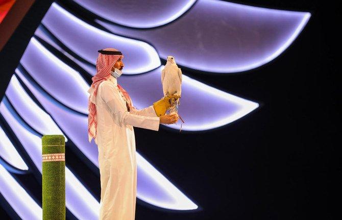https: img.okezone.com content 2021 08 24 406 2460485 arab-saudi-gelar-pameran-berburu-diikuti-350-peserta-dari-26-negara-43gbO7P7RB.jpg