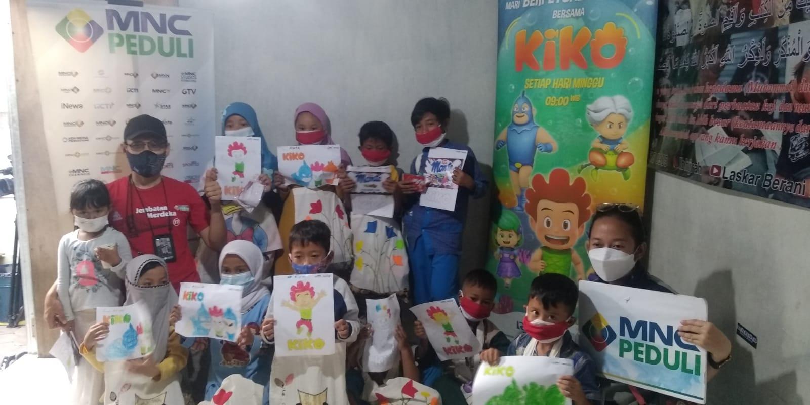 https: img.okezone.com content 2021 08 25 337 2461052 serunya-anak-anak-kampung-lio-menggambar-dan-mewarnai-bersama-mnc-peduli-dan-mnc-animation-KMKqPwjW1z.jpg